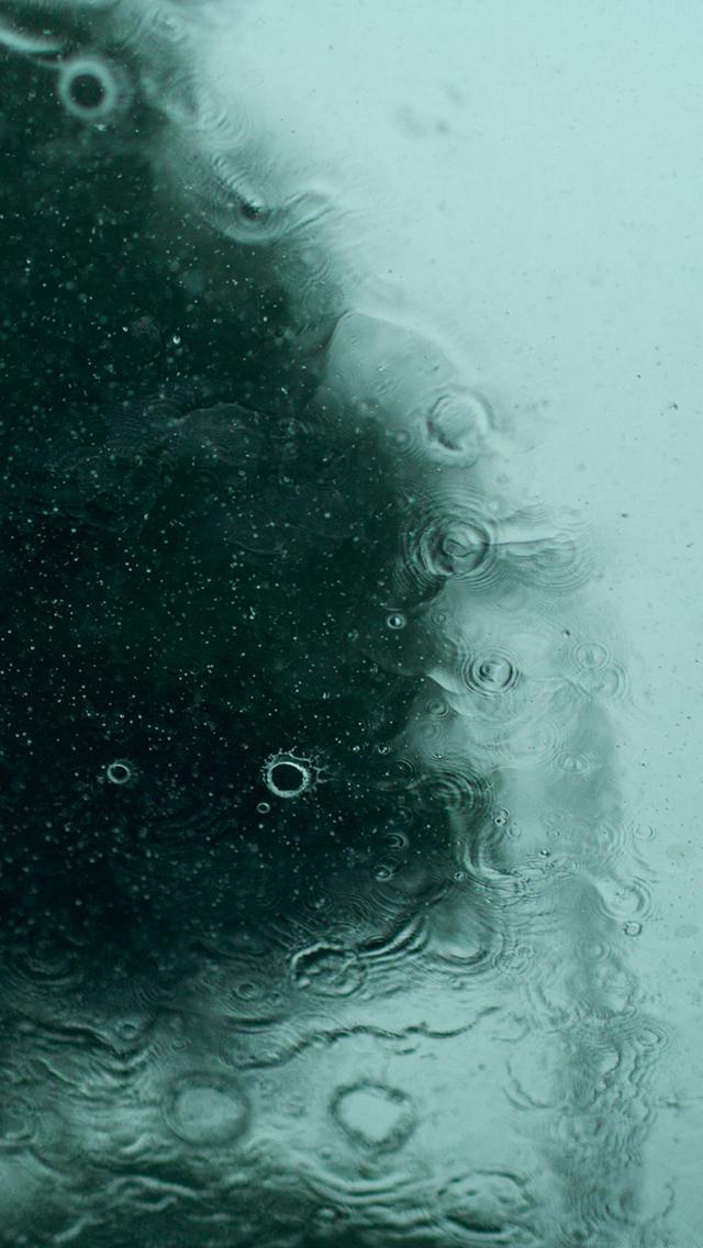 Hiding In The Rain Iphone5